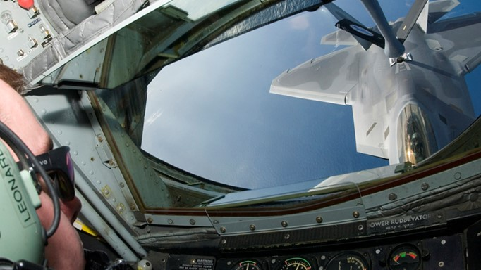 Photo of F-22 fighter being refueled by a KC-135 air refueling tanker