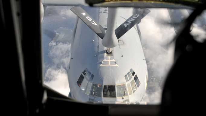 Image of U.S. Air Force C-17 being refueled by a KC-135 air refueling tanker